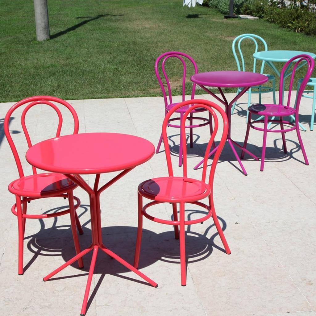 Rd italia sedia impilabile bistr in acciaio per bar e for Arredi esterni per bar e ristoranti